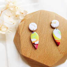 Load image into Gallery viewer, Polymer clay basic colors earrings pink purple colourful marble gold flakes
