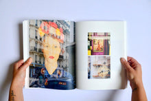 Charger l'image dans la galerie, JULIE FLAMINGO - Livre Photo Paris