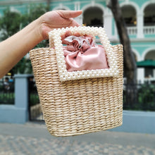 Load image into Gallery viewer, Pearl Straw Bag