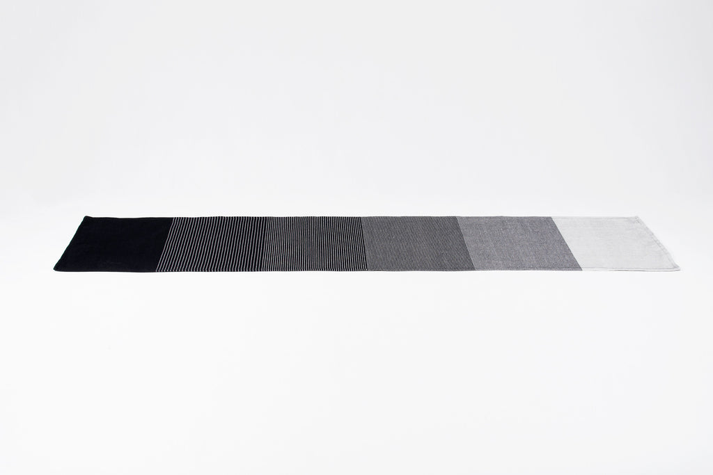 Table Runner Gradient Black
