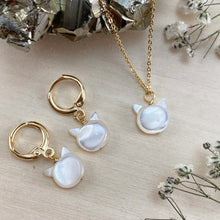 Load image into Gallery viewer, PEARLY CAT | NECKLACE + EARRING SET