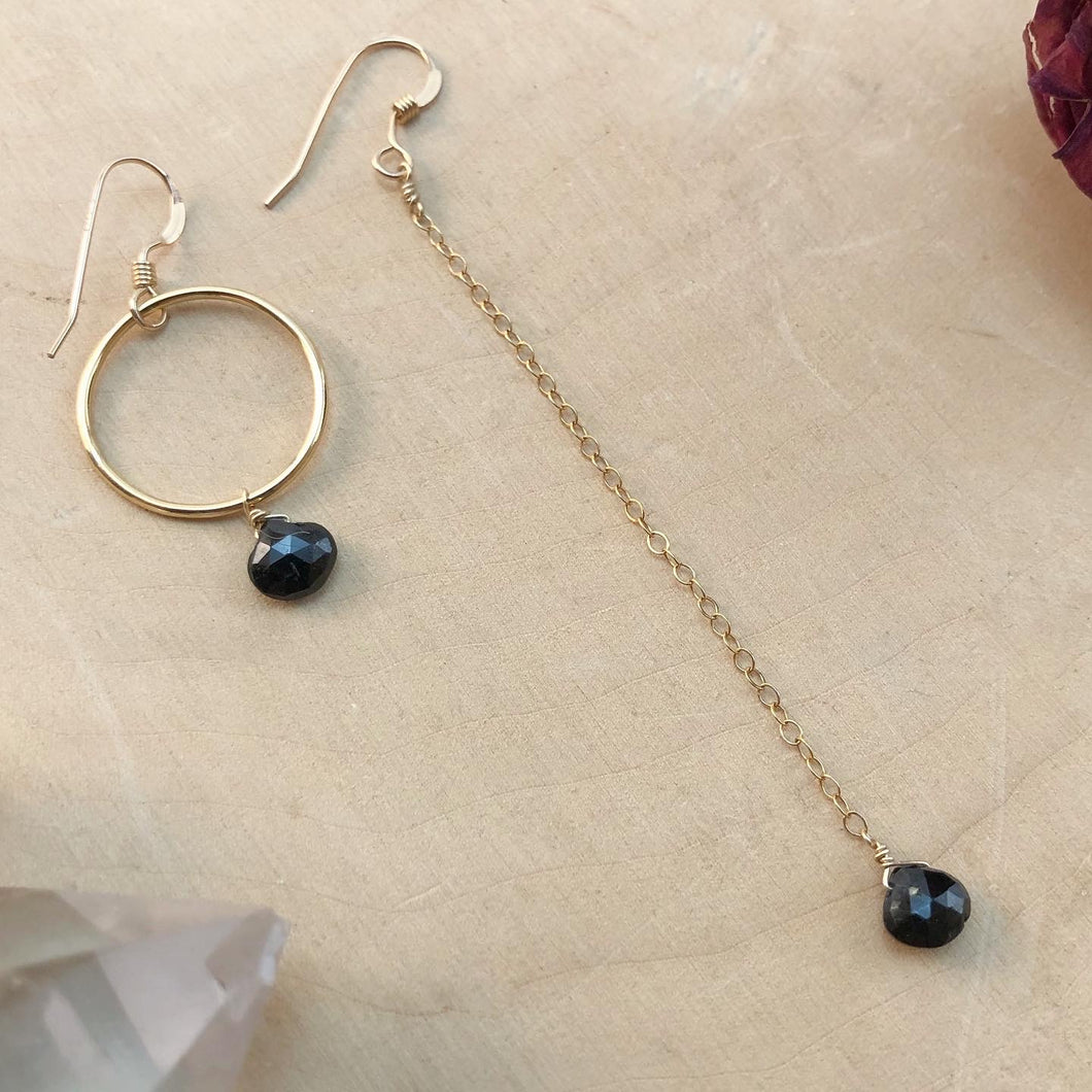 BLACK SPINEL | MISMATCH EARRINGS