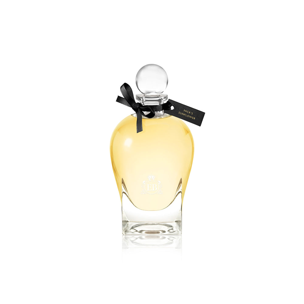 250 ml bottle, with transparent glass and yellowish perfum. Spherical cap with black ribbon. Nick´s Sunflower, a fragrance by Eric Butherbaugh.