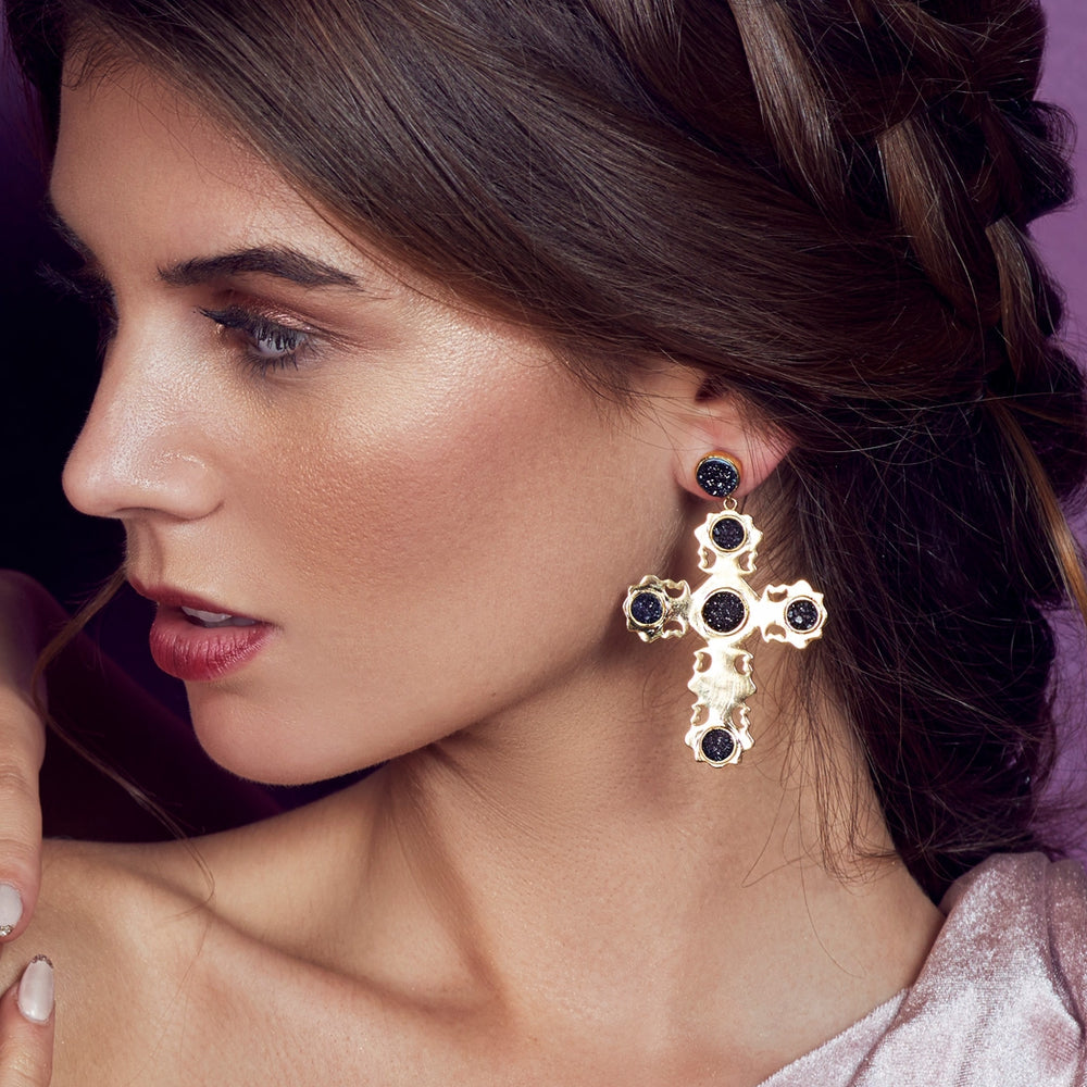 Pendientes grandes de cruz de Lavani Jewels