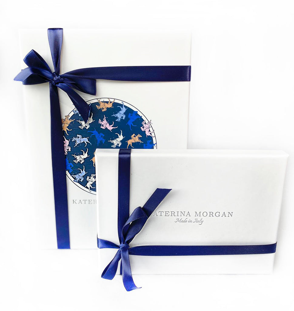 Packaging polo silk scarves