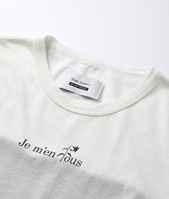 "画像をギャラリービューアに読み込む, 〈QUI×YEAH RIGHT!!〉 ""je m'en fous"" DRESS / ""je m'en fous""ドレス with Michelle(WHITE)"