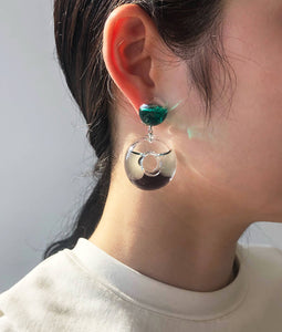 〈YAGA〉FLTYING DONUTS SHORT EARRINGS/フライングドーナツショートイヤリング(BLACK×GREEN)