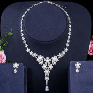 40202 - Floral Pearl & Silver Jewelry Set