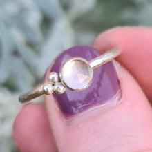Load image into Gallery viewer, Rose quartz bobble ring