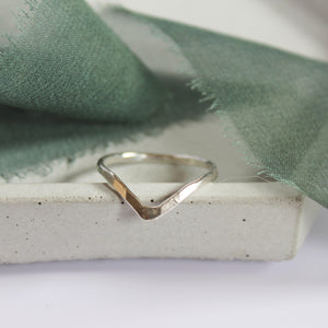 Hammered wishbone ring