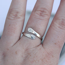 Load image into Gallery viewer, Hammered wrap ring