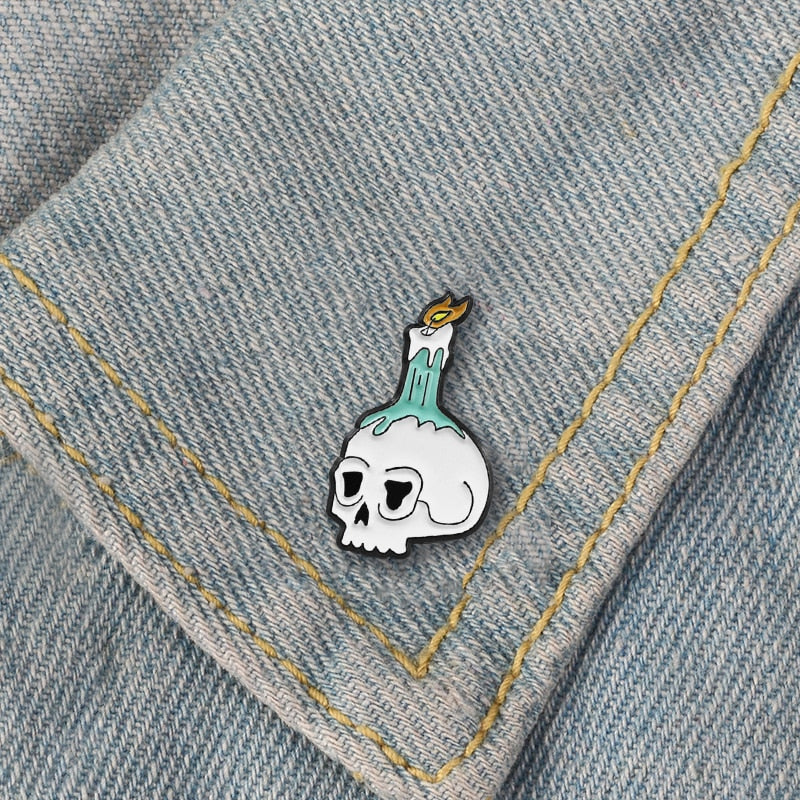 Skull Candle Brooch Skull Hellfire Burns Candle Flame Enamel Pin Halloween Death Skull Emblem Pin