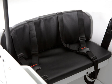Seats four children equipped with three-point seatbelts