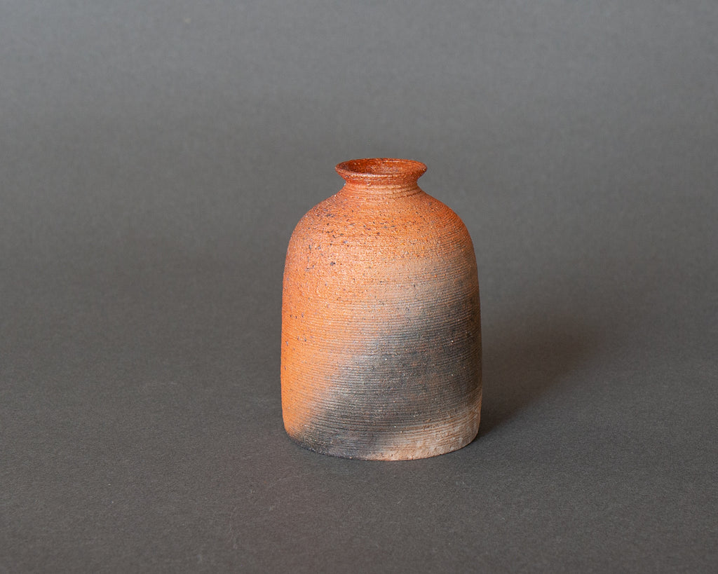 Japanese vase - yakishime style, tsurigane shape with comb decoration