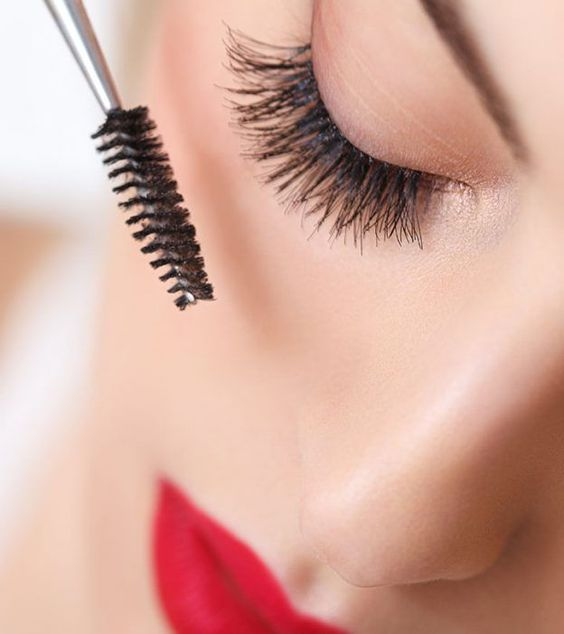The right way to apply Mascara