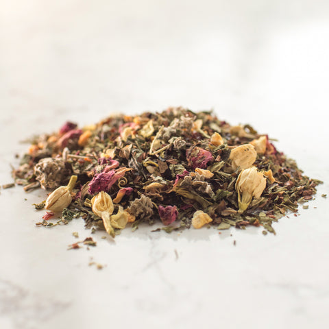 Rose hips, rose flowers, honeybush, hibiscus, nettle, jasmine flowers, raspberry leaves, orange peel, peppermint.