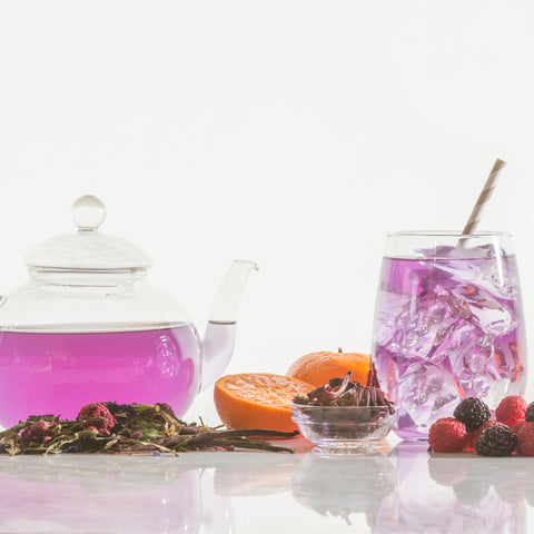 Blackberry, raspberry, butterfly pea flower, hibiscus, cornflower, orange peel, white tea, vanilla and stevia leaf.