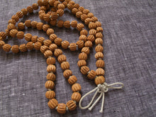 Load image into Gallery viewer, grounding sandalwood mala beads
