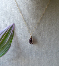 Load image into Gallery viewer, gold wrapped garnet necklace