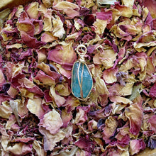 Load image into Gallery viewer, gold wrapped apatite point necklace