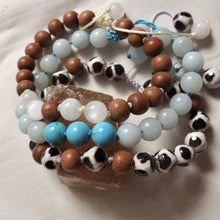 Load image into Gallery viewer, strength agate and sandalwood wrist mala