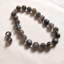 Load image into Gallery viewer, transformation labradorite wrist mala