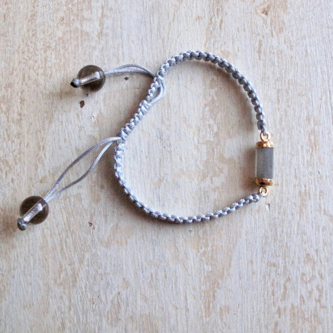 emotional body gray moonstone macrame bracelet (middle gray)
