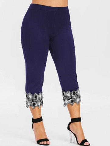 Plus Size Lace Applique Capri
