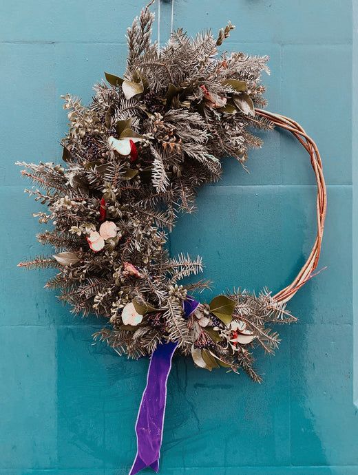 Crescent Moon Willow Wreath - Flùr