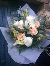 Load image into Gallery viewer, Florist Choice - Whites - Flùr