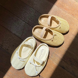 Simple sandal shoes