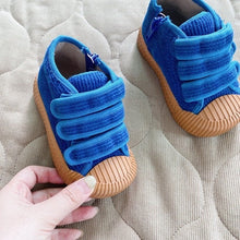 Load image into Gallery viewer, 779 blue sneakers