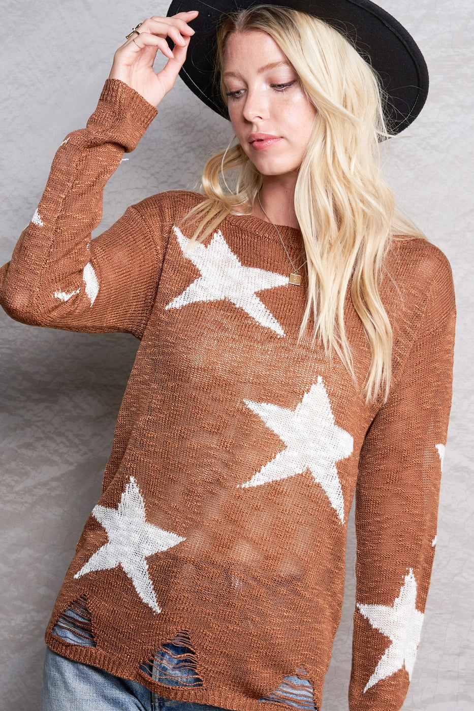 Star print light knit sweater distressed details