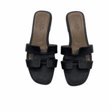 Load image into Gallery viewer, Hermès Black Sandals