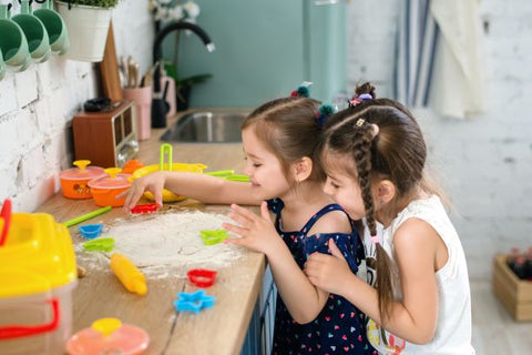 Kids learn how cooking on school holidays