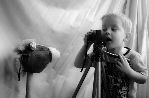 Kids learn to take pictures on school holidays