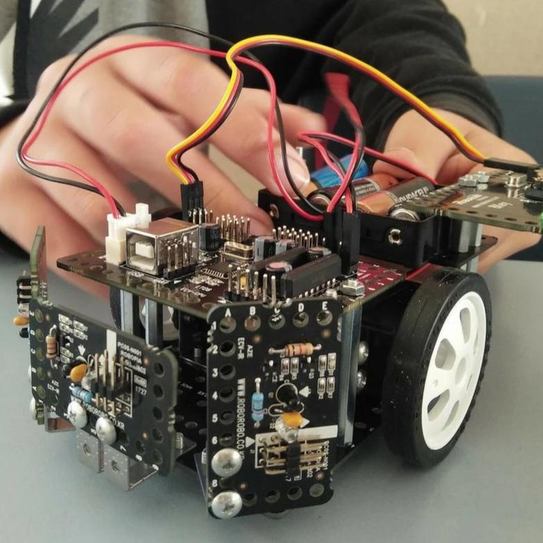Build and Program Multiple Robots over 1 day  of school holidays camps