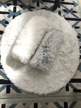 Load image into Gallery viewer, Plush round rug