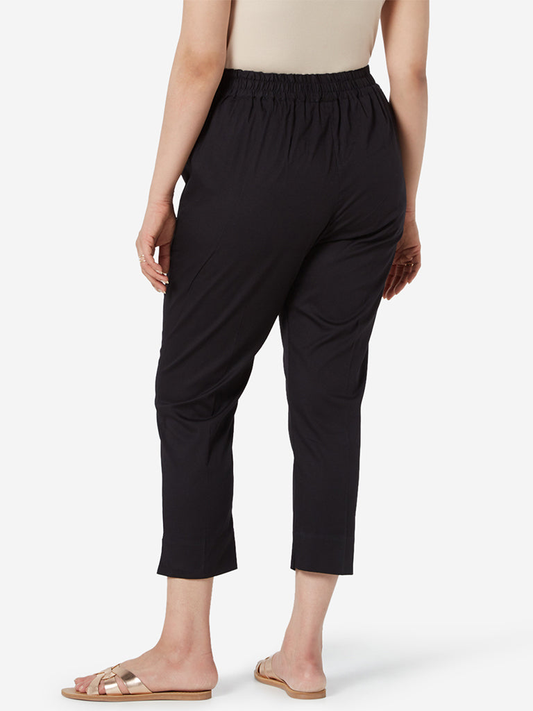 Diza Curve Black Slim Fit Cropped Ethnic Pants