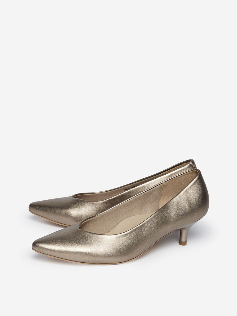 LUNA BLU Gold Pointy Pumps