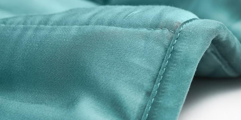 Green Weighted Blanket Waves