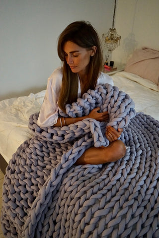 Olivia Arezzolo reviews our weighted blanket
