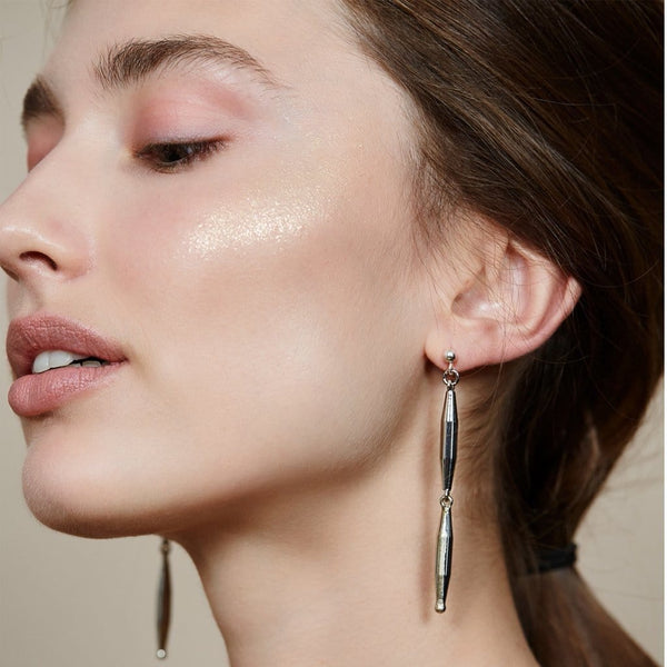 TOHUM HELIA SILVER TUBE EARRINGS