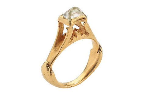 Roman ring, made in gold and a rough diamond 3th c.