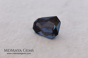 Beautiful dark spinel of 1.59 ct with a trapezoidal cut. This beauty under fluorescent light shows an incredible and sparkle dark blue color with violet tones. Its fancy cut is amazing. It is a very special gemstone, it will look wonderful in any piece of jewelry you can imagine.