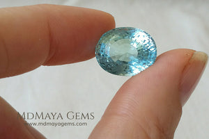 Large Aquamarine Oval cut 11.20 ct under daylight