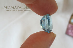 Fine blue Aquamarine Oval cut 5.87 ct under daylight