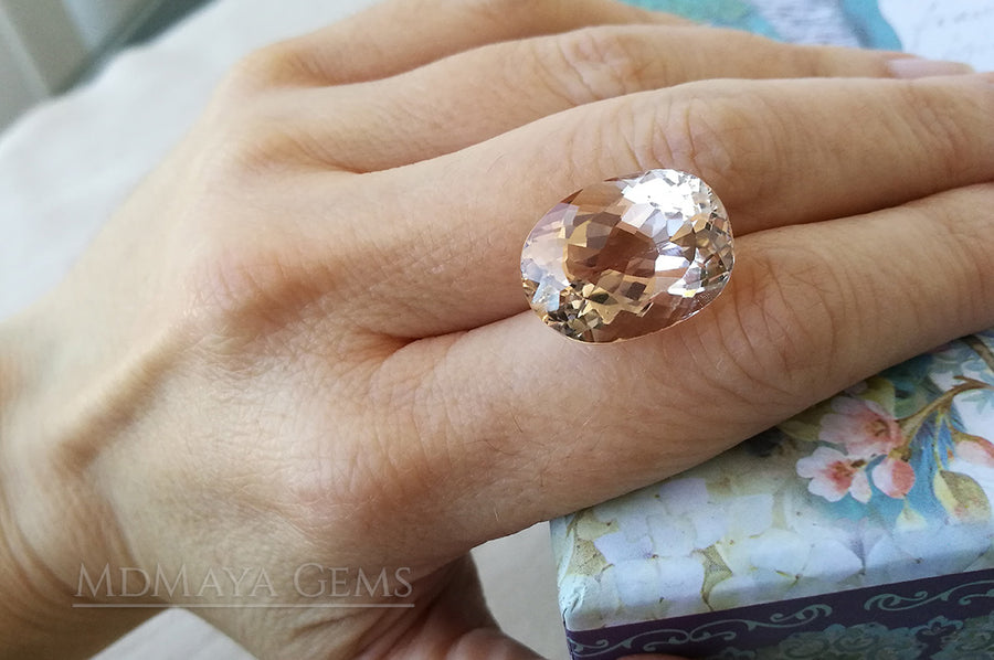 Sparkling Light Brown Topaz 22.35 ct perfect for an engagement ring (under daylight)