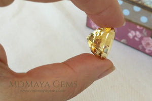 Big and Fantastic Golden Yellow Citrine. Oval Cut. 17.43 ct
