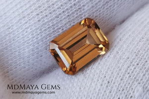 Beautiful golden zircon of 2.45 ct, emerald cut with beautiful color and a very balanced size, it will be perfect mounted on a ring. Amazing precious stone at an unbeatable price.